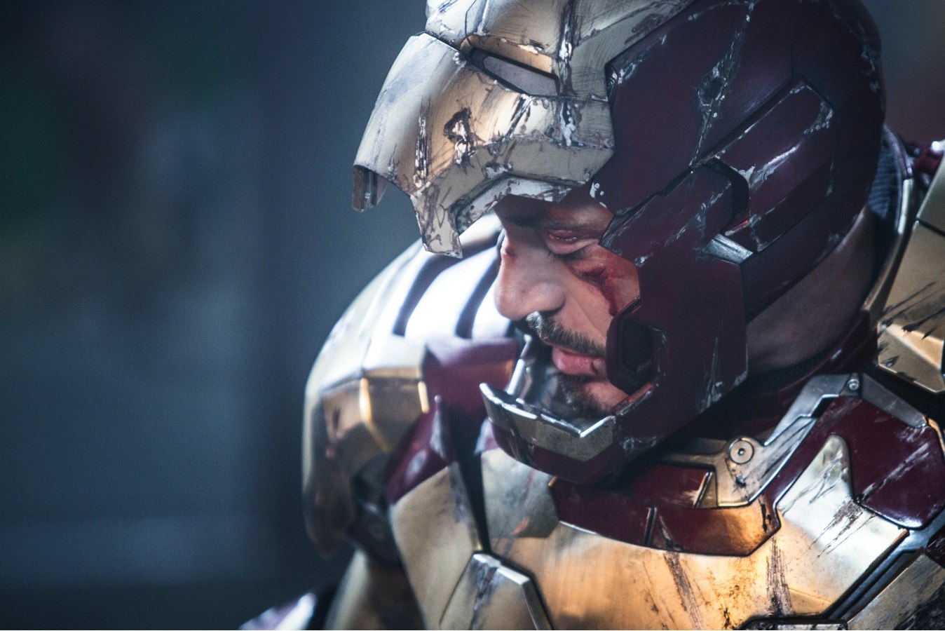 New Iron Man 3 image shows a bloodied Robert Downey Jr